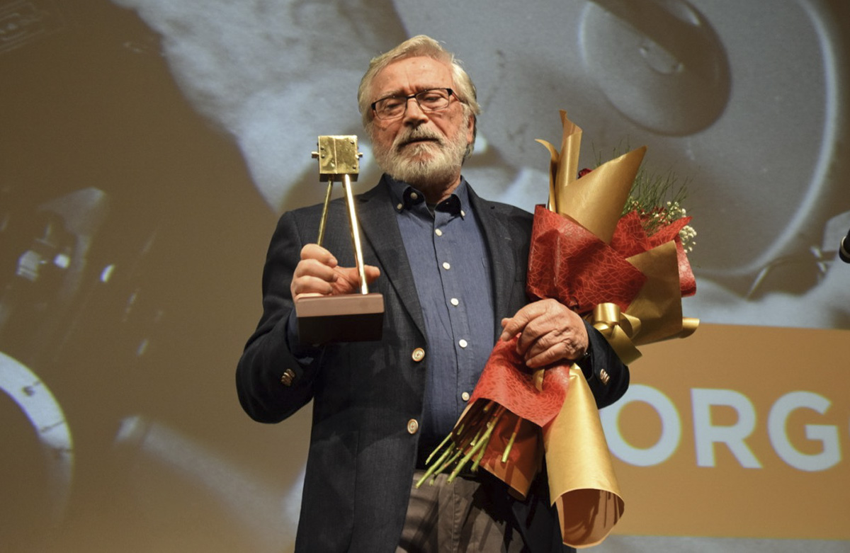 "Yorgos Arvanitis recevant le ""Golden Camera 300 for Life Achievement award"""